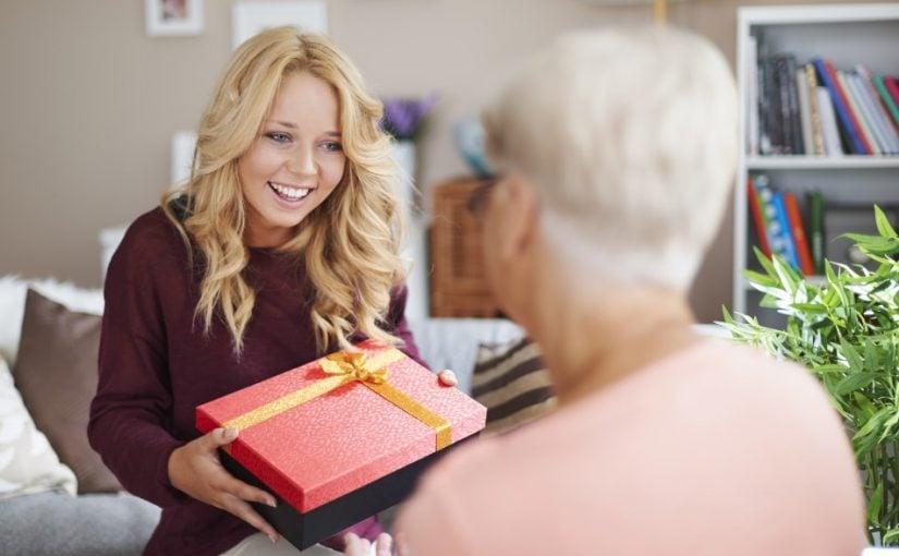 Glæden ved at give en gave til sin mormor forsvinder aldrig